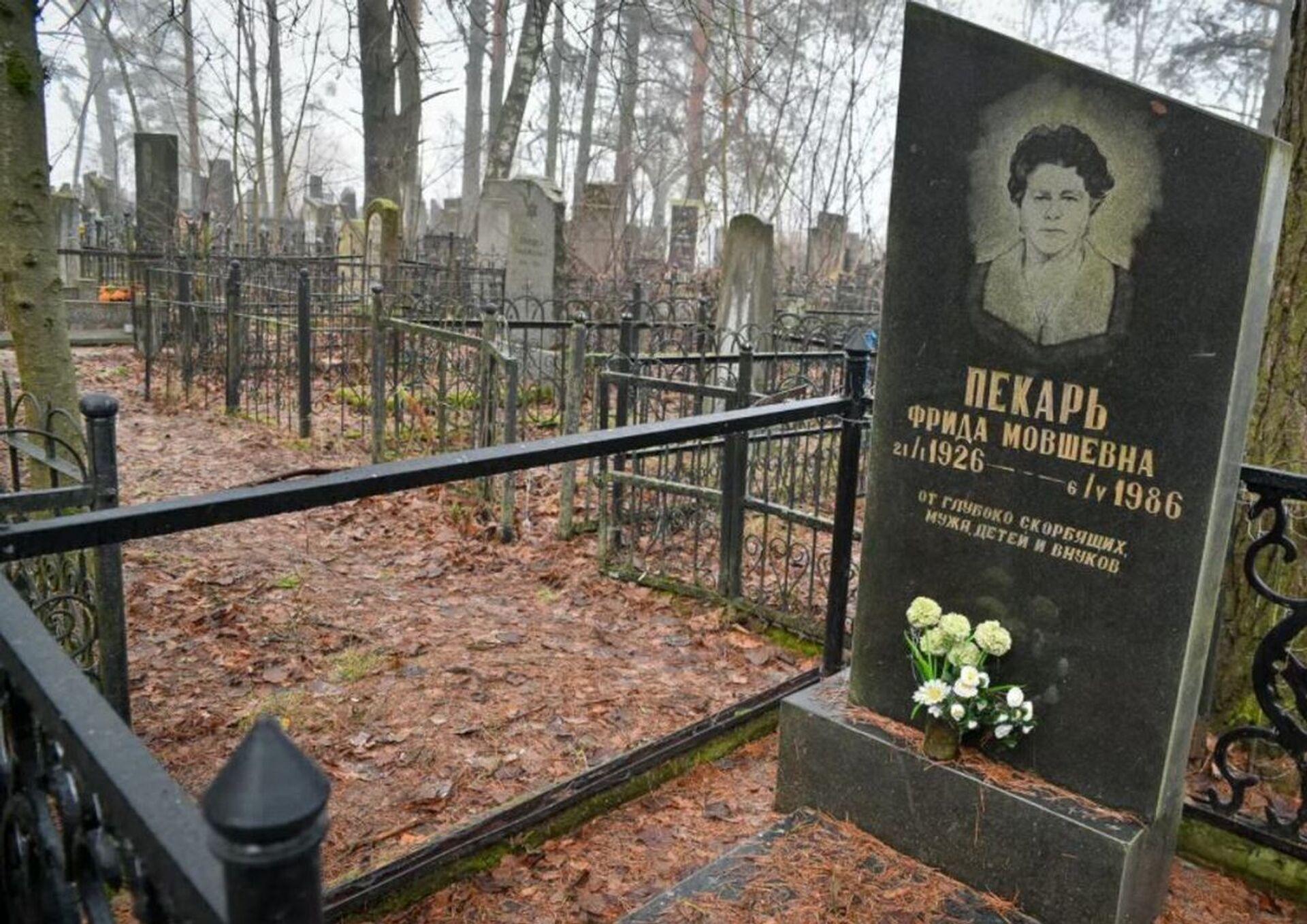 Как обворовали еврейское кладбище - масштаб поражает - Sputnik Беларусь, 1920, 16.02.2021