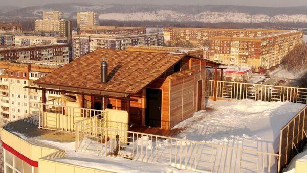 На крыше многоэтажки построили баню, ей заинтересовалась прокуратура – видео  - Sputnik Беларусь