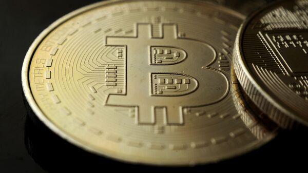 Криптовалюта биткоин, архивное фото - Sputnik Беларусь