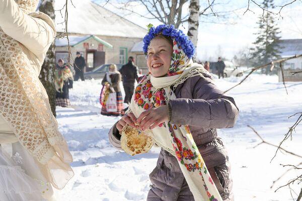 Потым бліны паднімаюць са снегу... - Sputnik Беларусь