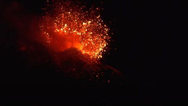Вулкан Этна снова проснулся в Италии - Sputnik Беларусь