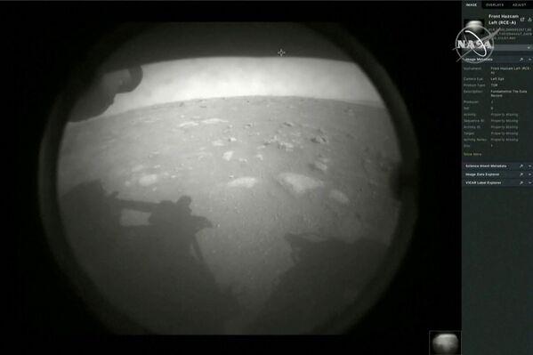 Первые изображения марсохода, успешно приземлившегося на Марсе - Sputnik Беларусь