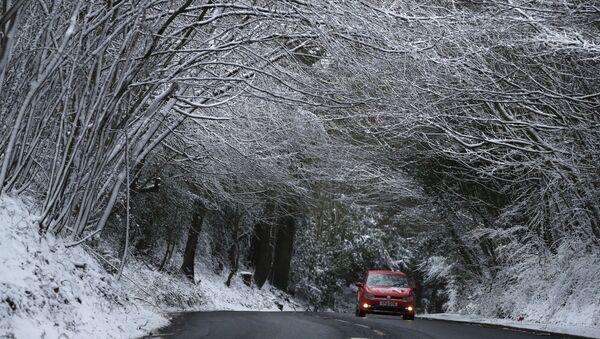 Автомобиль на дороге в Англии - Sputnik Беларусь