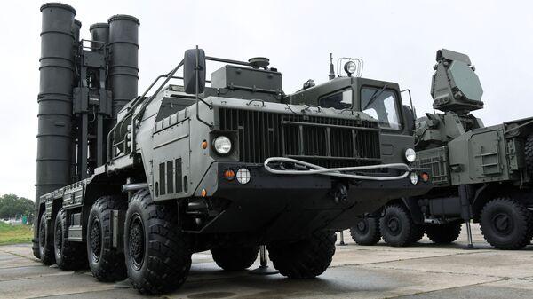 Пусковая установка зенитно-ракетного комплекса С-400 Триумф - Sputnik Беларусь