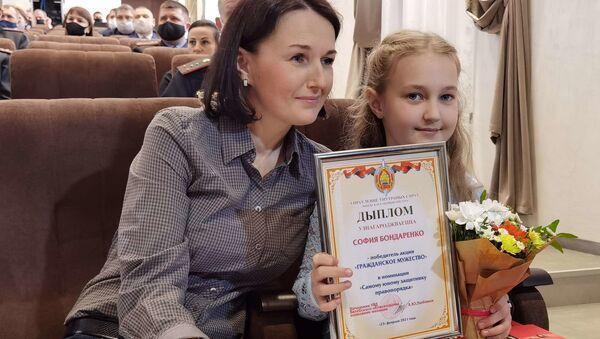 Десятилетняя девочка стала одной из самых смелых на Витебщине - видео - Sputnik Беларусь