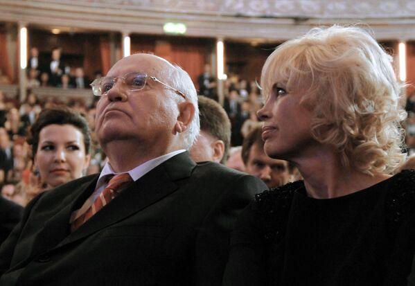 С дочерью Ириной Вирганской в зале лондонского Королевского Альберт-холла во время концерта, посвященного его 80-летию.  - Sputnik Беларусь