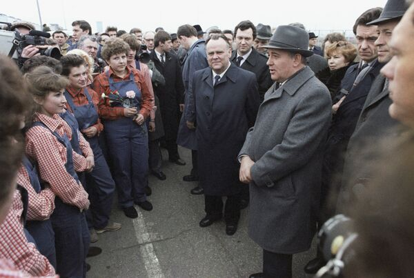 8 апреля 1986 года М. С. Горбачев побывал в Тольятти на Волжском автозаводе. Тогда впервые он внятно произносит слово перестройка, подхваченное СМИ и ставшее лозунгом начавшейся новой эпохи в СССР. - Sputnik Беларусь