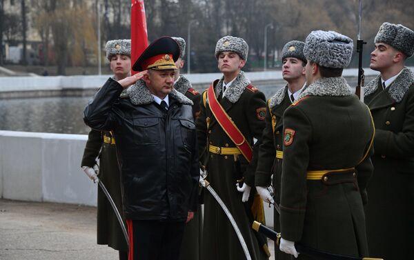 Ганаровае мерапрыемства ля помніка загінулым міліцыянерам - Sputnik Беларусь