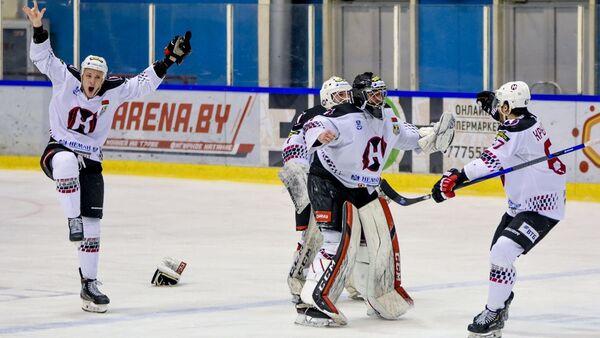 Хоккеисты Немана праздную победу над Гомелем - Sputnik Беларусь