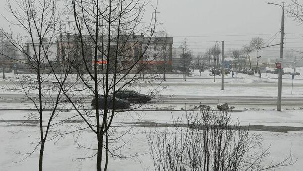 В Витебск пришел циклон Клаус вместе с сильным ветром и снегом - видео - Sputnik Беларусь