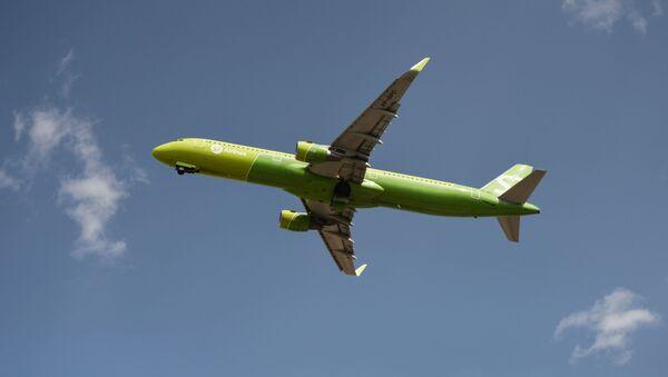Пассажирский авиалайнер Airbus A321-211(WL) авиакомпании S7 Airlines - Sputnik Беларусь