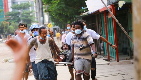 Во время разгона протестующих в Мьянме - Sputnik Беларусь