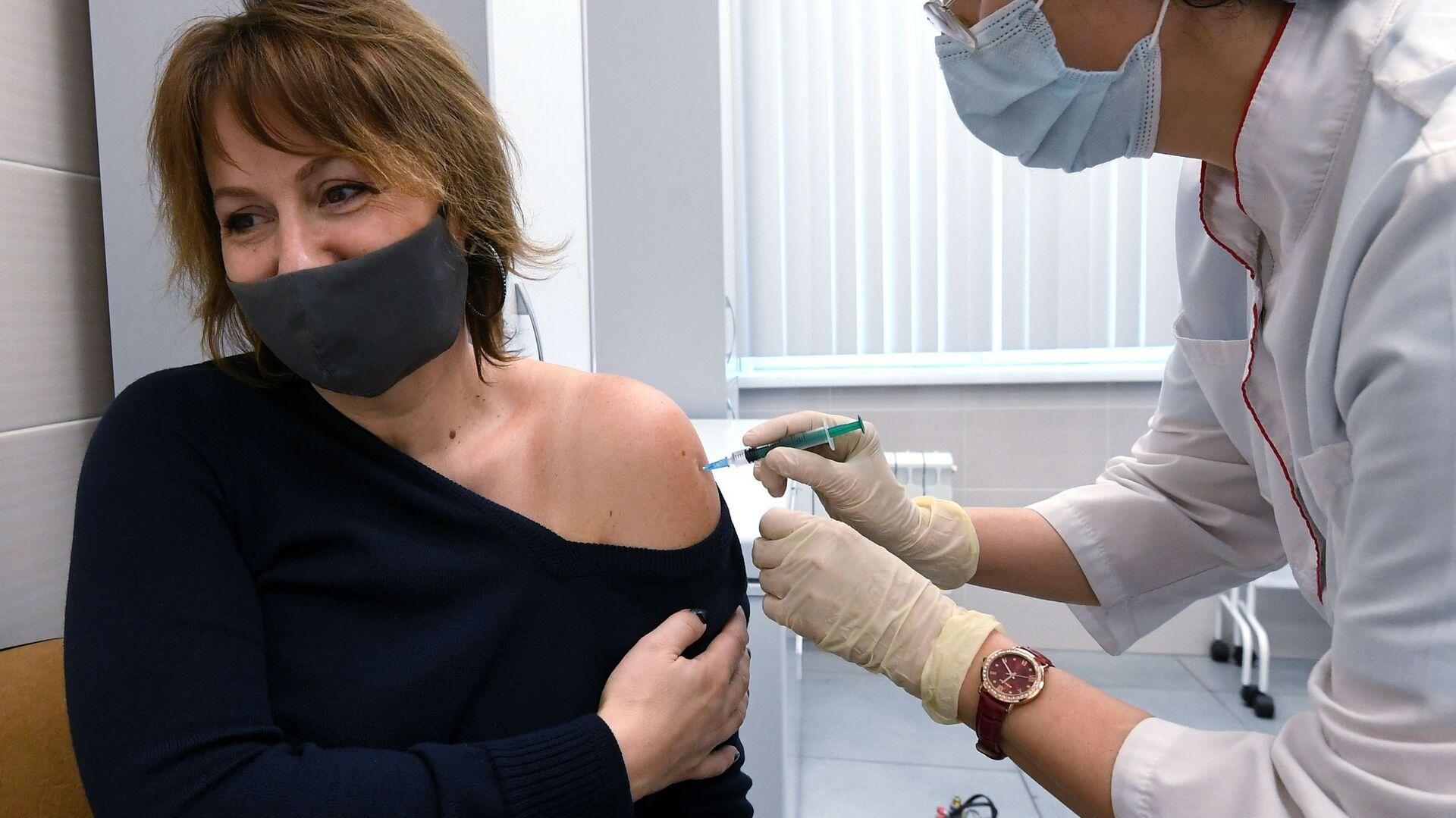 Вакцинация от коронавируса препаратом Спутник V, архивное фото - Sputnik Беларусь, 1920, 03.10.2021