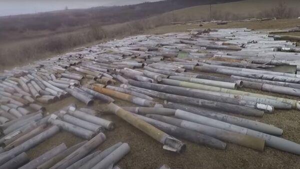 Тонны боеприпасов продолжают взрывать в Нагорном Карабахе - видео - Sputnik Беларусь