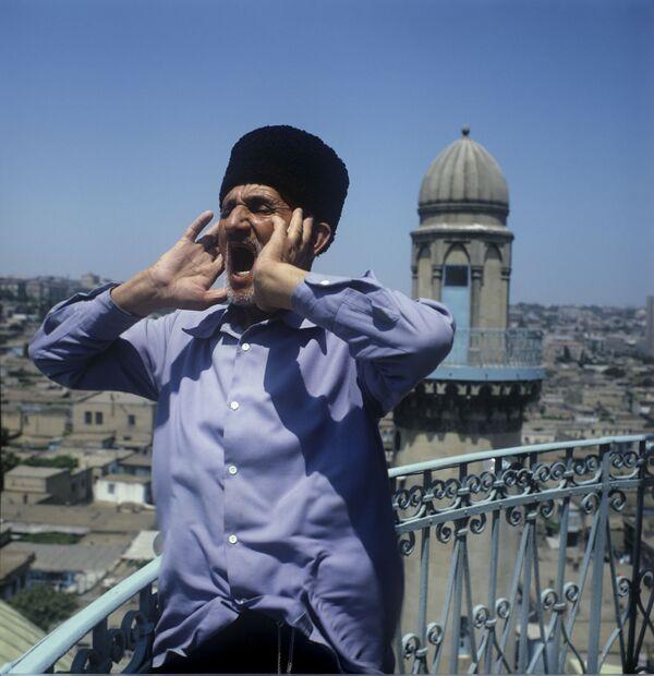 Муэдзін з мінарэта заклікае мусульман на малітву. Баку, 1979 год. - Sputnik Беларусь
