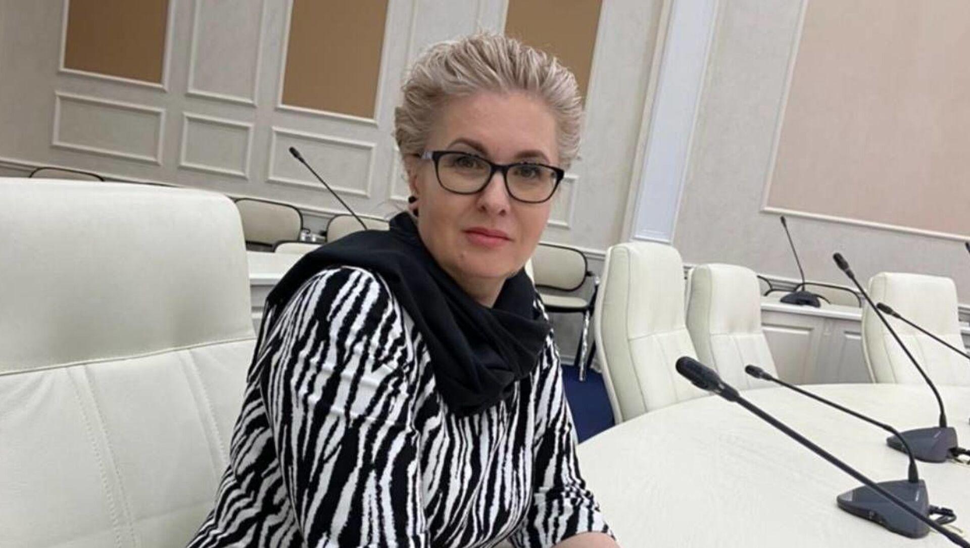 Политический эксперт Елена Пономарева - Sputnik Беларусь, 1920, 19.04.2021