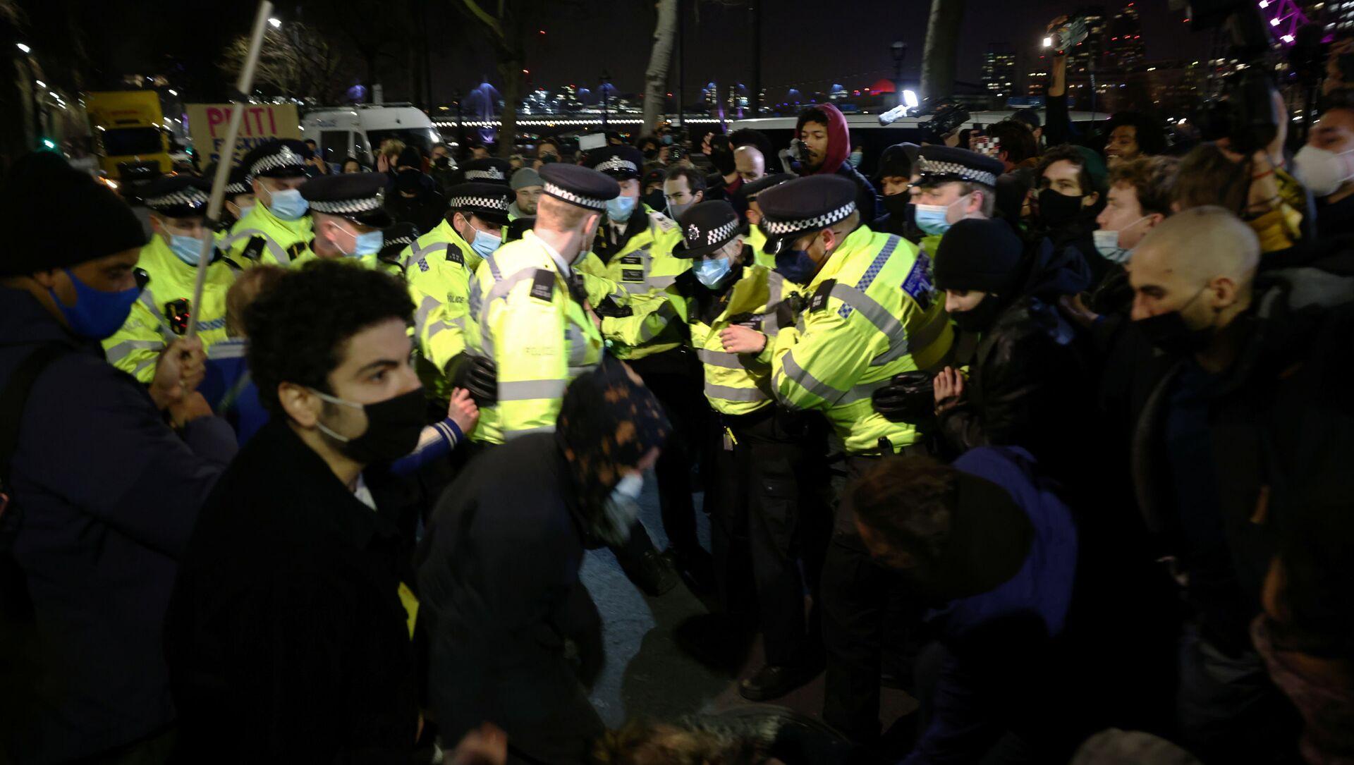 Полиция Лондона разгоняет акцию протеста 13 марта - Sputnik Беларусь, 1920, 18.03.2021