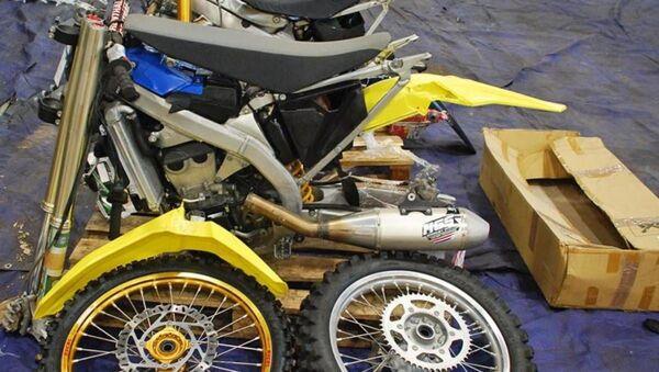 Мотоциклы за 10 тысяч евро везли в Беларусь под видом запчастей  - Sputnik Беларусь