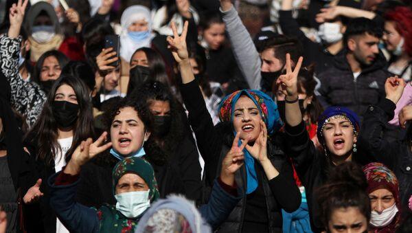 Демонстрация по случаю Международного дня женщин в Турции - Sputnik Беларусь