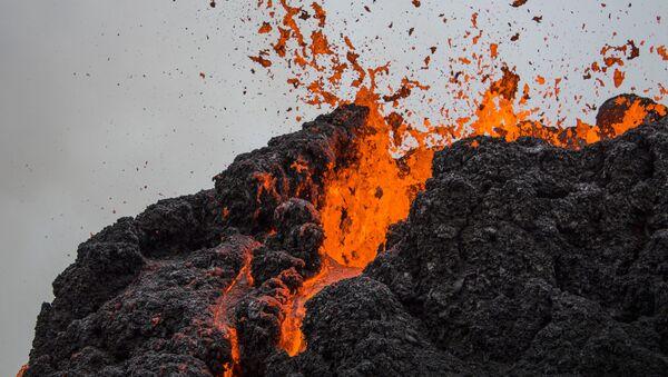 Вывяржэнне вулкана на паўвостраве Рейк'янэс ў Ісландыі - Sputnik Беларусь