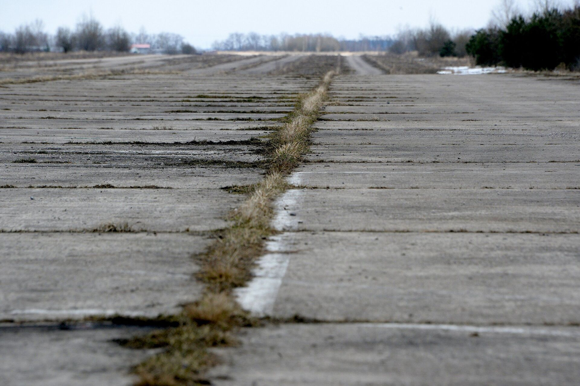 По улетной цене: как выглядит военный аэродром, который пустят с молотка - Sputnik Беларусь, 1920, 01.04.2021