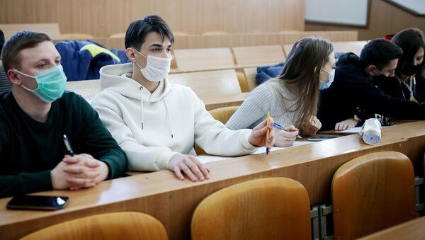 Студэнты падчас навучання - Sputnik Беларусь