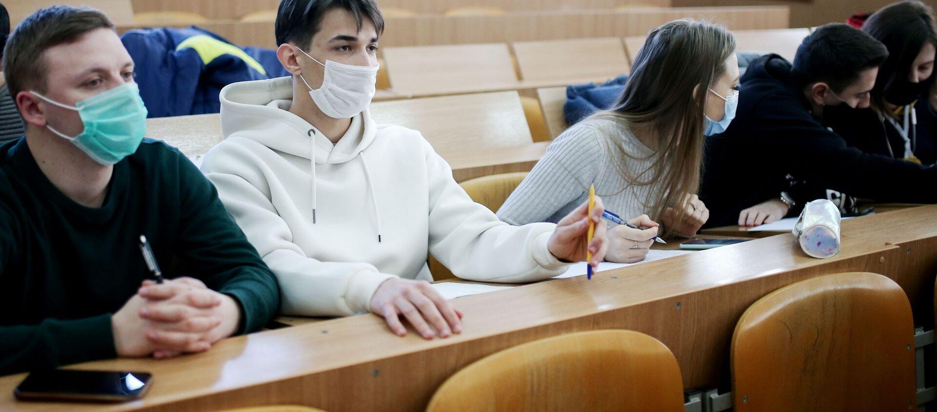 Студенты во время обучения - Sputnik Беларусь, 1920, 05.04.2021