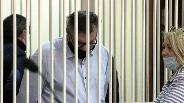 Віктар Бабарыка з адвакатам перад пачаткам пасяджэння суда - Sputnik Беларусь