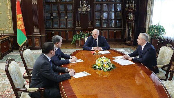 Лукашенко боится, что министр информации утонет в чиновничьем безбрежии - Sputnik Беларусь