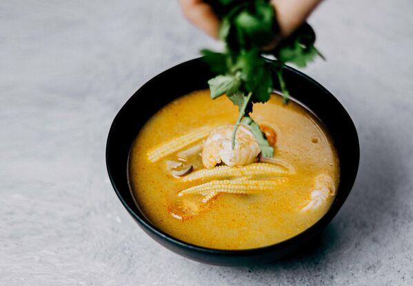 Чупе из креветок (чупе де камаронес) - это сливочный кремовый суп-пюре с креветками и кукурузой из Перу. Также при его приготовлении используется рис, картофель, чеснок, лайм и кокосовое молоко. - Sputnik Беларусь