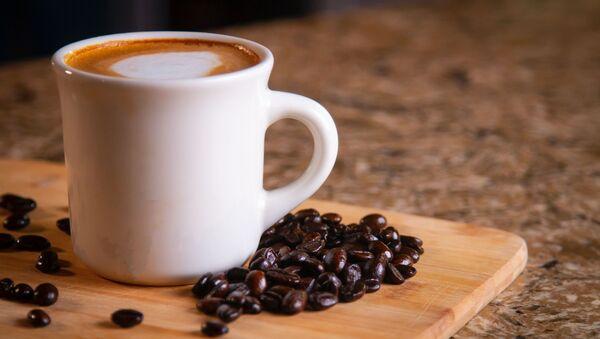 Чашка кофе в кофейных зернах - Sputnik Беларусь