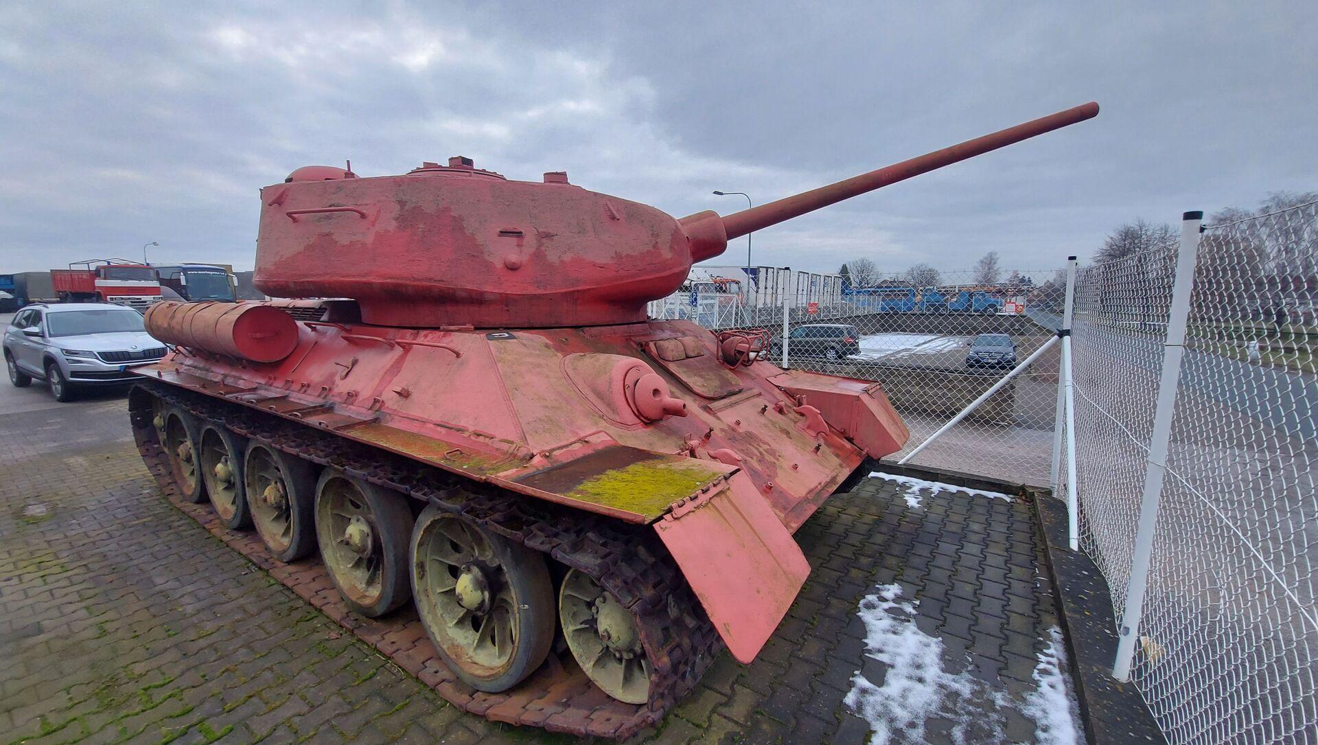 Житель Чехии хранил дома розовый танк и артиллерийскую установку - Sputnik Беларусь, 1920, 07.04.2021