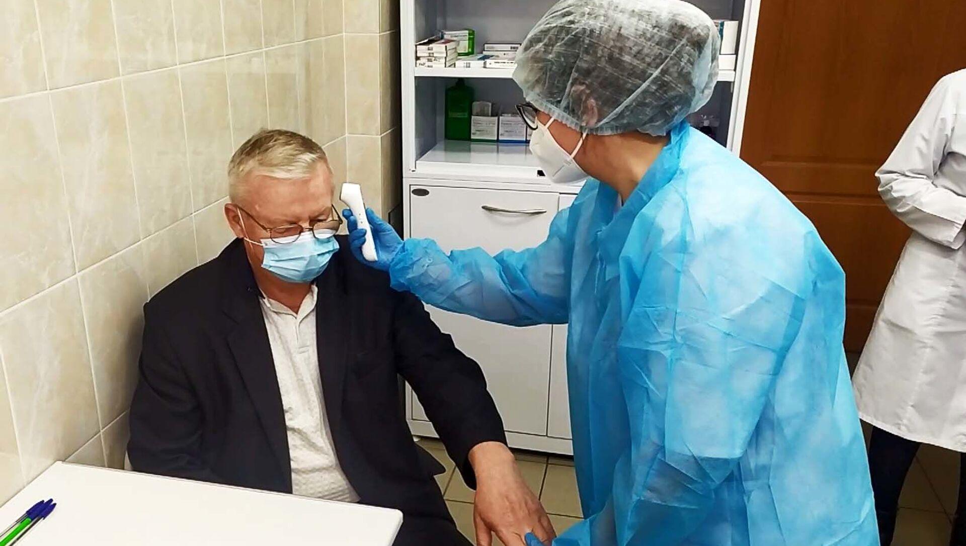 Массовая вакцинация от коронавируса началась в Минске - Sputnik Беларусь, 1920, 08.04.2021