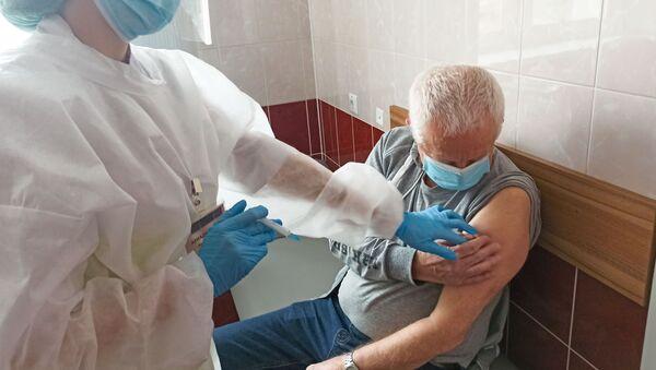 Вакцынацыя пажылых ад каронавіруса пачалася ў Беларусі - Sputnik Беларусь