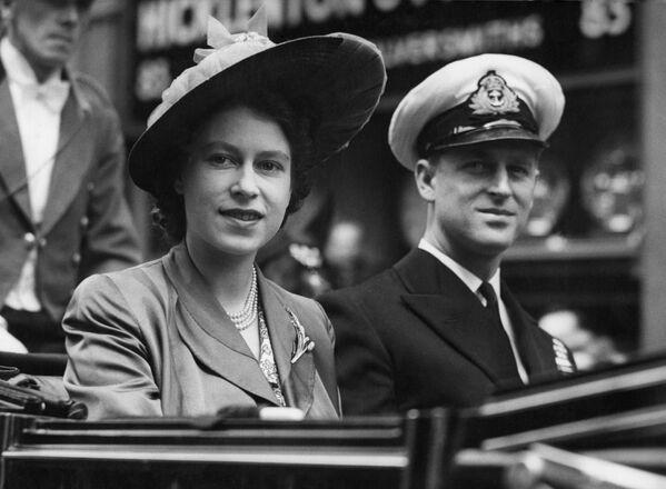 Британская принцесса Елизавета с герцогом Эдинбургским - Sputnik Беларусь