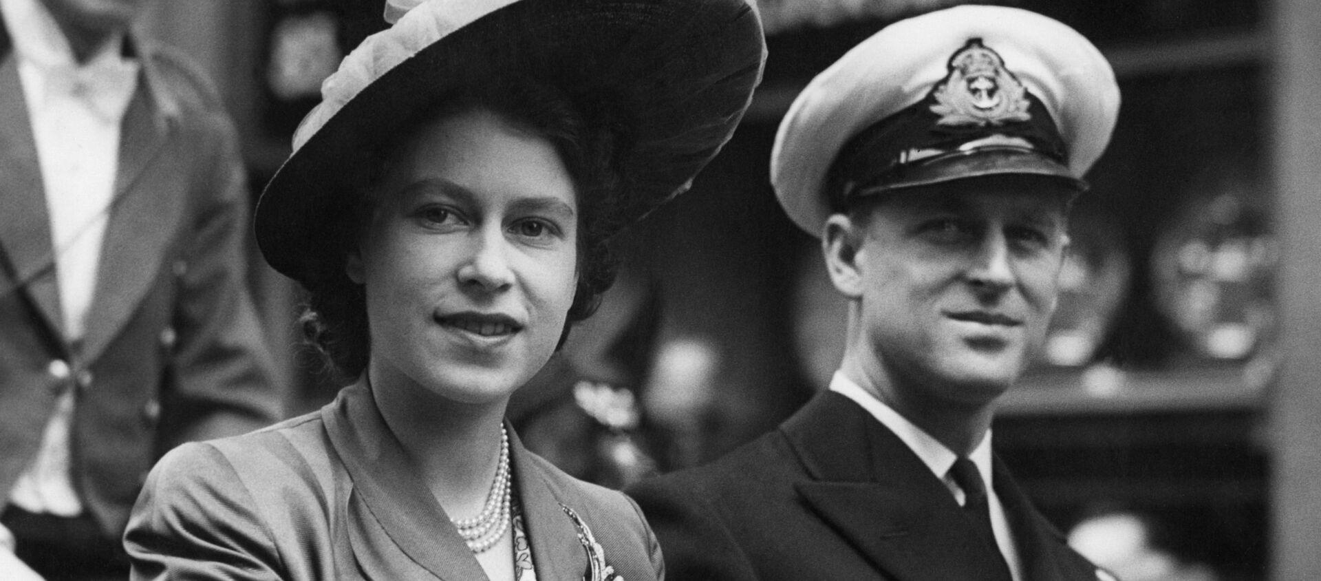 Британская принцесса Елизавета с герцогом Эдинбургским - Sputnik Беларусь, 1920, 09.04.2021