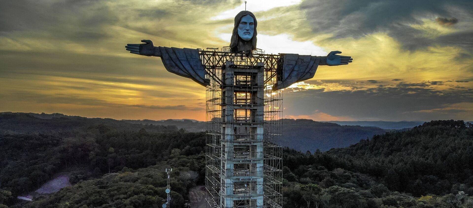 Узвядзенне новай статуі Ісуса Хрыста ў бразільскім горадзе Энкантада - Sputnik Беларусь, 1920, 13.04.2021