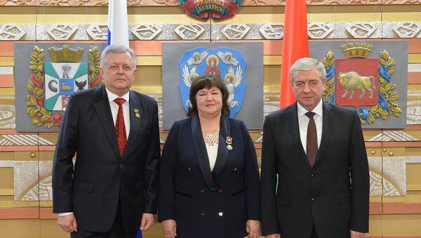 Руководитель автономии Белорусы Москвы получила медаль Скорины - Sputnik Беларусь