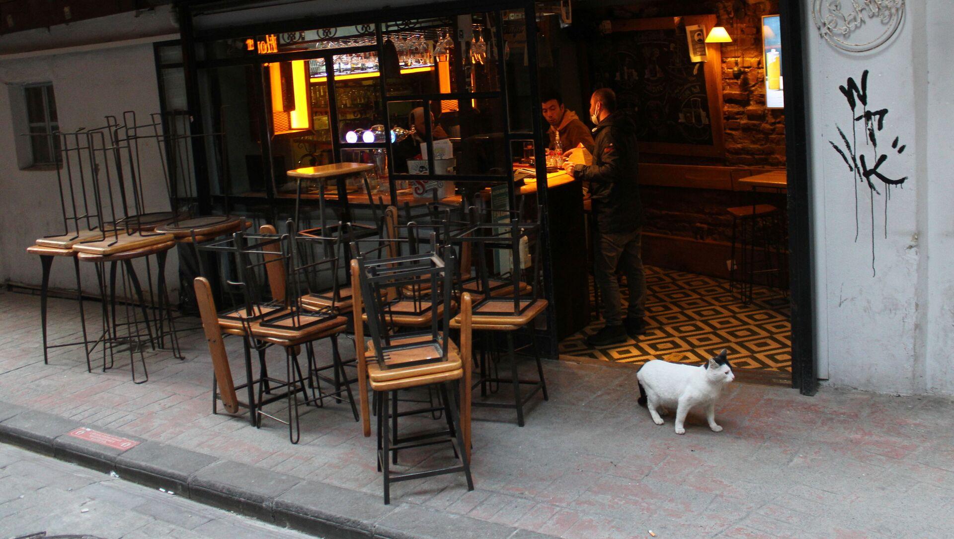 Работа кафе в Стамбуле в условиях пандемии - Sputnik Беларусь, 1920, 13.04.2021