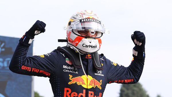 Макс Ферстаппен из Red Bull празднует победу в гонке - Sputnik Беларусь