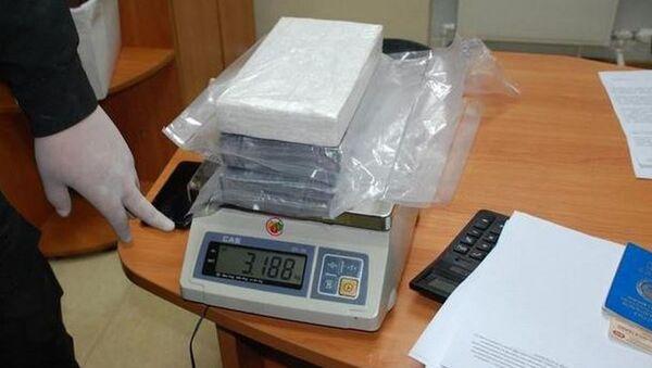 Более трех килограммов наркотика нашли у водителя-дальнобойщика - Sputnik Беларусь
