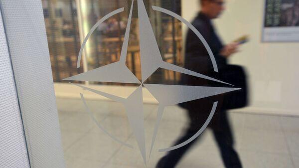 Эмблема НАТА у штаб-кватэры арганізацыі ў Бруселі - Sputnik Беларусь