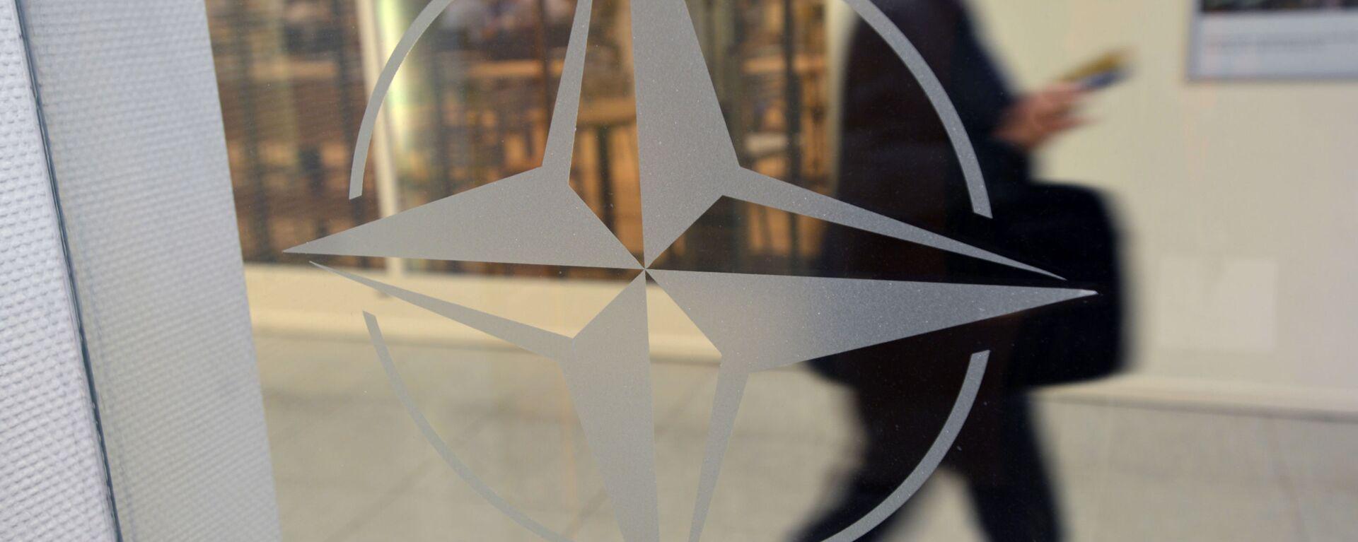 Эмблема НАТА у штаб-кватэры арганізацыі ў Бруселі - Sputnik Беларусь, 1920, 14.06.2021