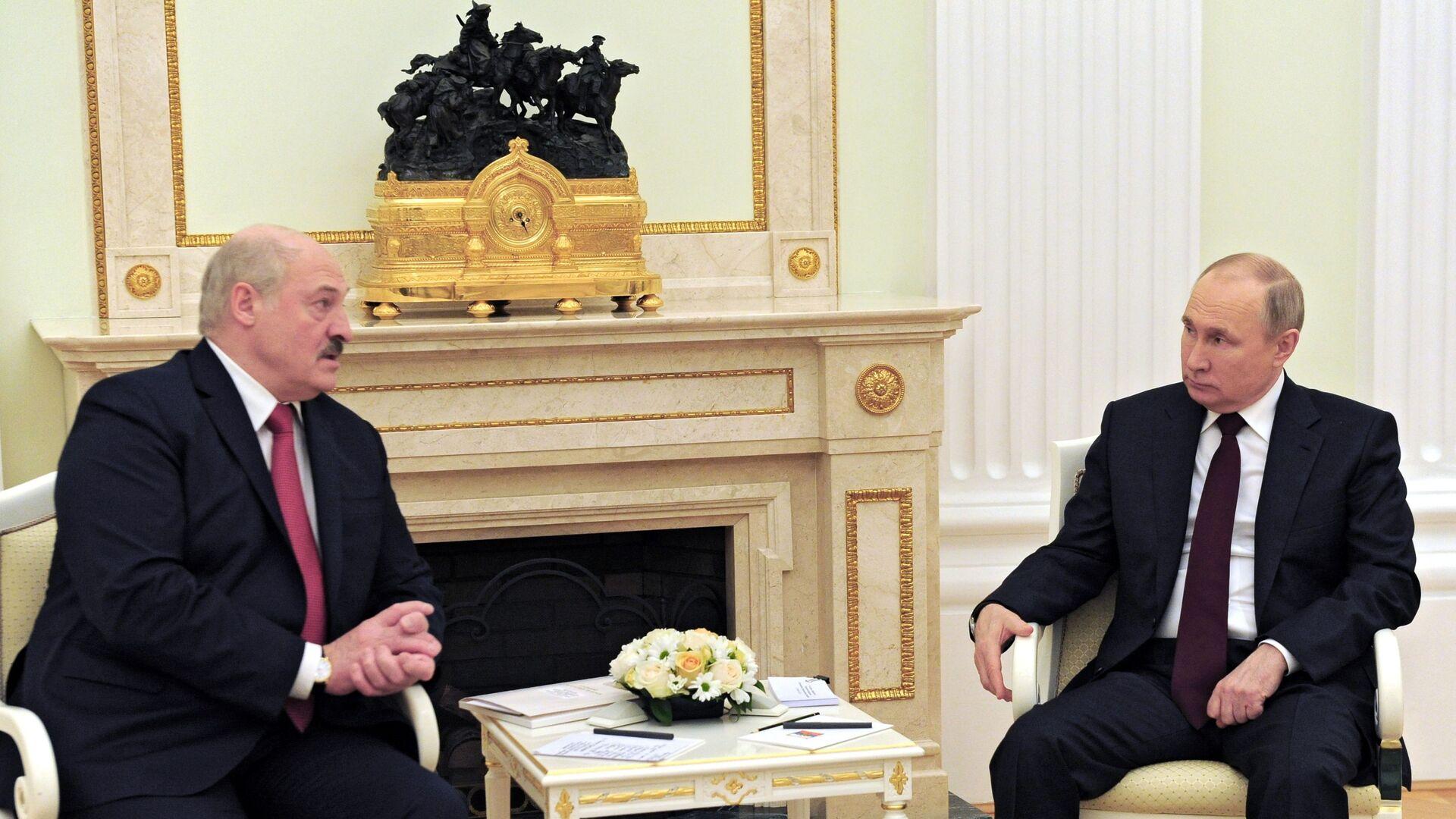 Президент РФ Владимир Путин и президент Беларуси Александр Лукашенко - Sputnik Беларусь, 1920, 22.04.2021