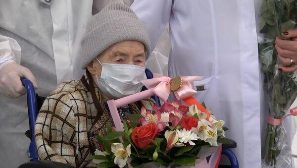 В Черкесске 99-летняя пенсионерка вылечилась от коронавируса — видео - Sputnik Беларусь
