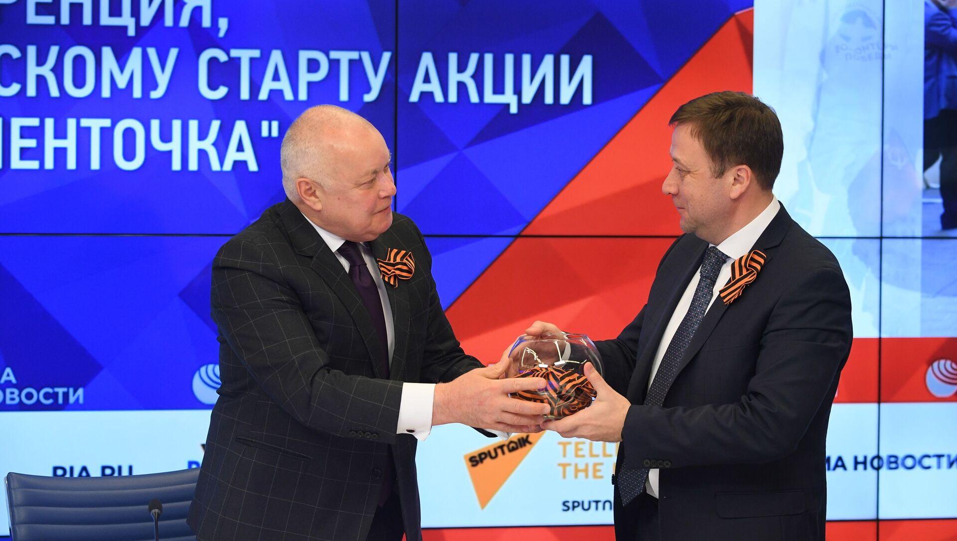 У Россия сегодня далі старт акцыі Георгіеўская стужачка - 2021 - Sputnik Беларусь, 1920, 27.04.2021