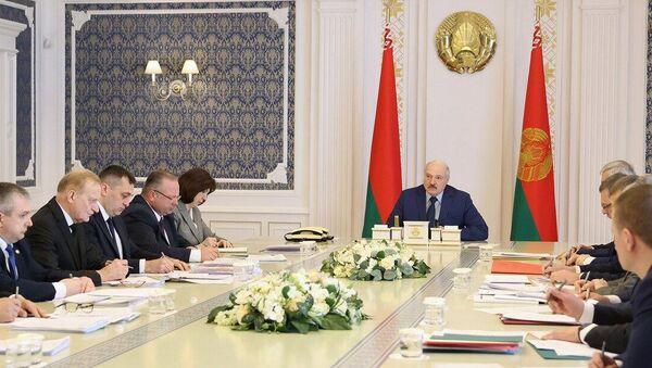 Лукашенко на совещании о ситуации в сфере АПК - Sputnik Беларусь