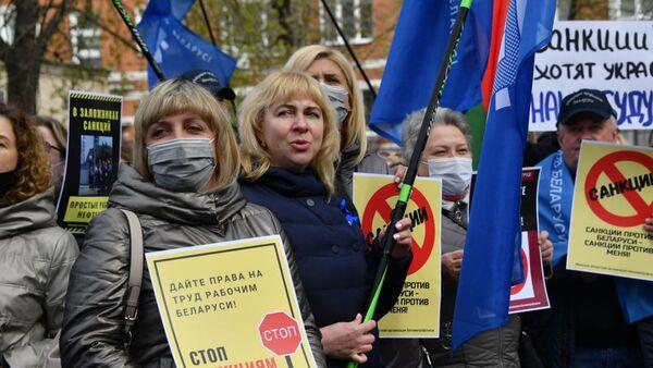 Первомайский пикет профсоюзов у посольства США в Минске ― видео - Sputnik Беларусь