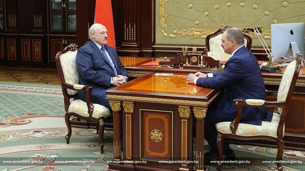 Президент Беларуси Александр Лукашенко  и президент НОК Виктор Лукашенко - Sputnik Беларусь
