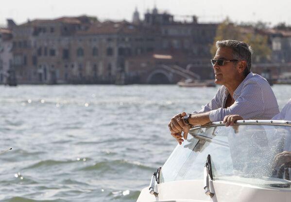 Клуни неоднократно был номинирован на Оскар: например за роль менеджера, увольняющего людей, в фильме Мне бы в небо, или за роль отца семейства в Потомках. - Sputnik Беларусь
